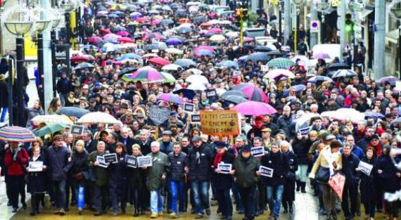مسيرة-فرنسا-محاربة-الإرهاب-شارلى-إيبدو-11-يناير-2015